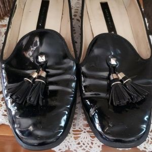 ADORABLE ZARA PATENT LEATHER FLATS W TASSELS